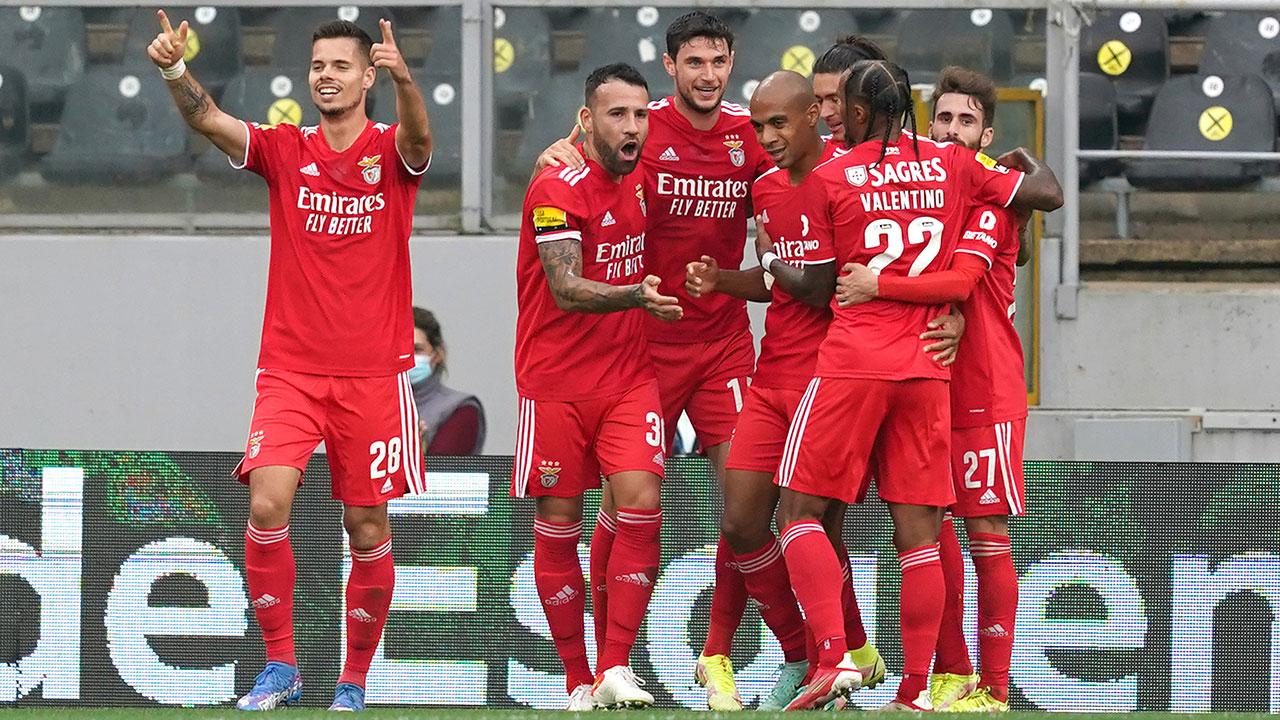 Benfica passa no teste de Guimarães