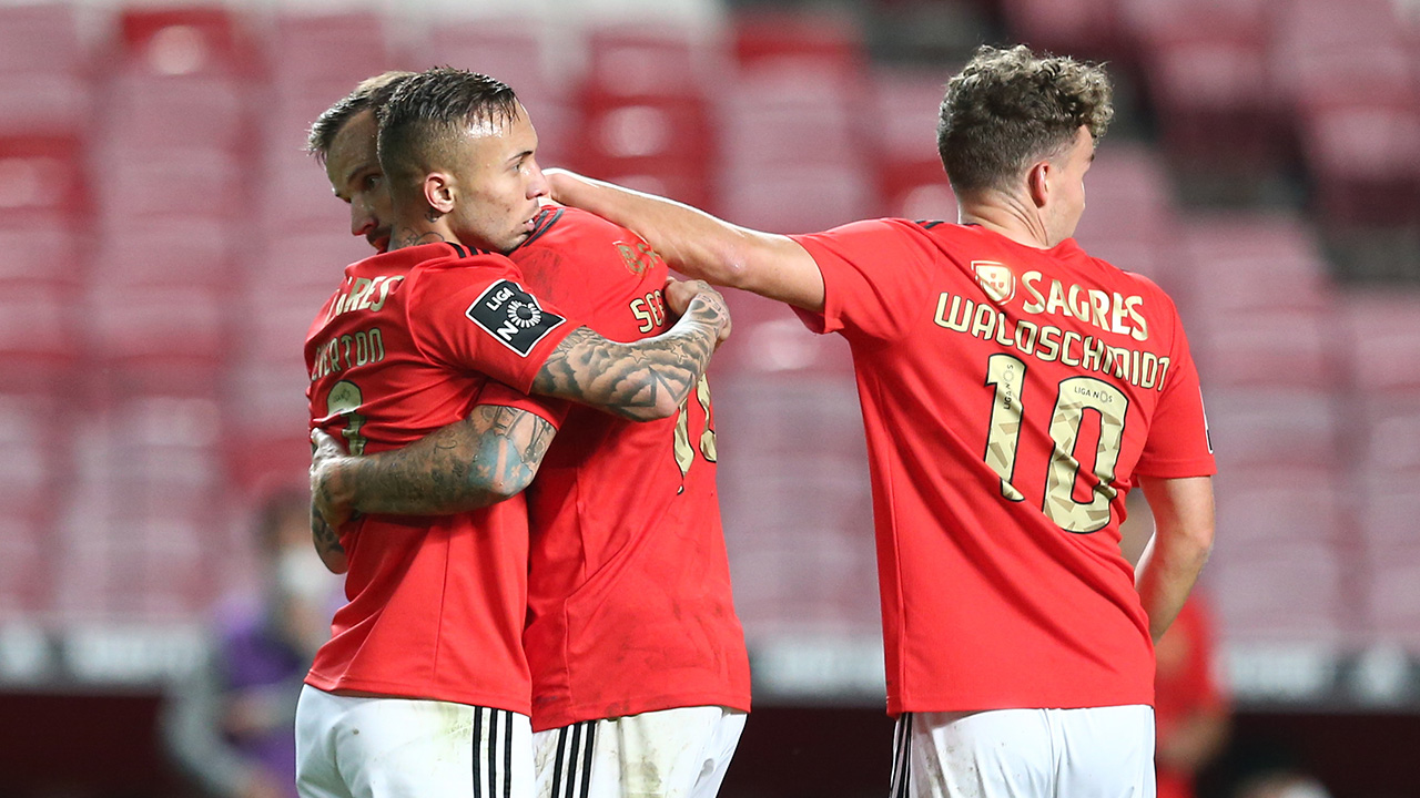 Benfica regressa às vitórias